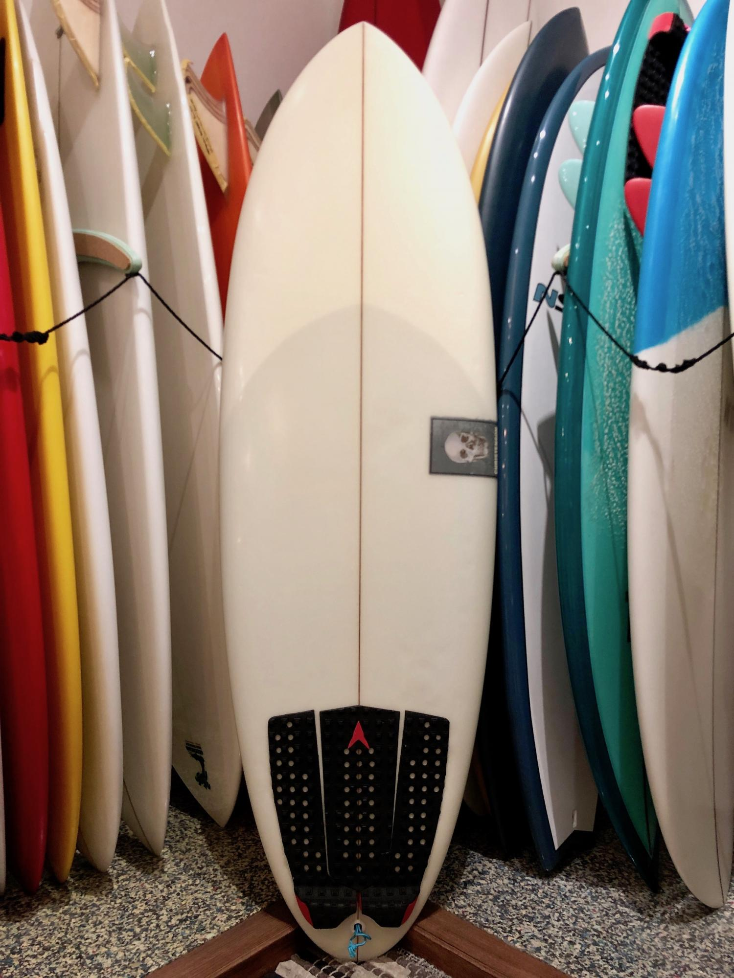 USED BOARDS (5.6 SCRAMBLER CHRISTENSON SURFBOARDS)