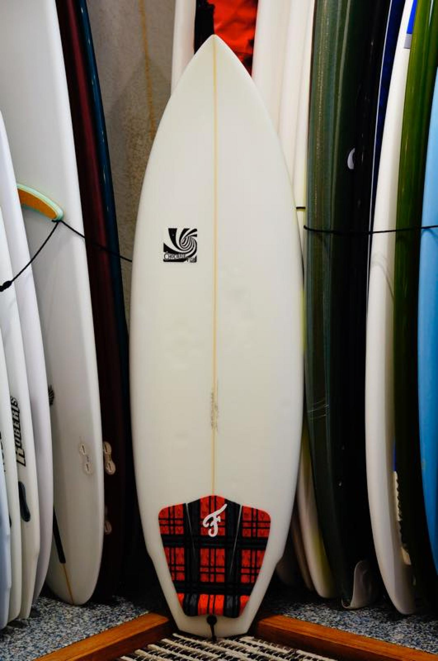 USED BOARDS(Chocolate Fish Surfboards SEA CHA CHA 5.6)