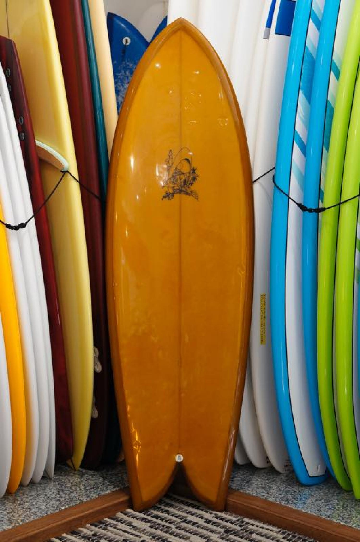 USED BOARDS ( Rainbow Surfboards Rich Pavel Super Bank 5.9 )