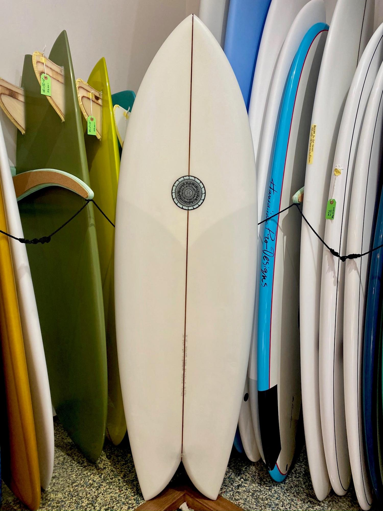 USED BOARDS (Tyler Warren Surfboards Dream Fish 5.10)